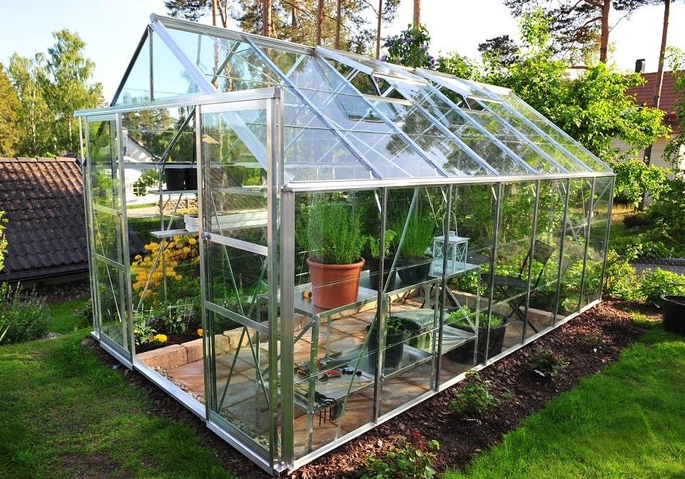 Build A Cheap Greenhouse To Grow Garden Produce