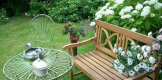 A Perfect go-anywhere Outdoor Garden Bench