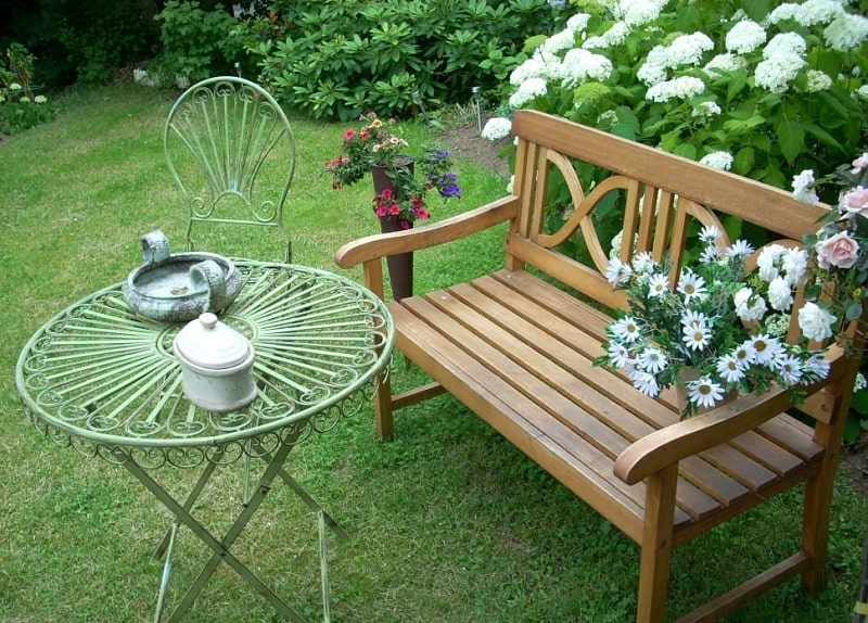 A Perfect go-anywhere Outdoor Garden Bench