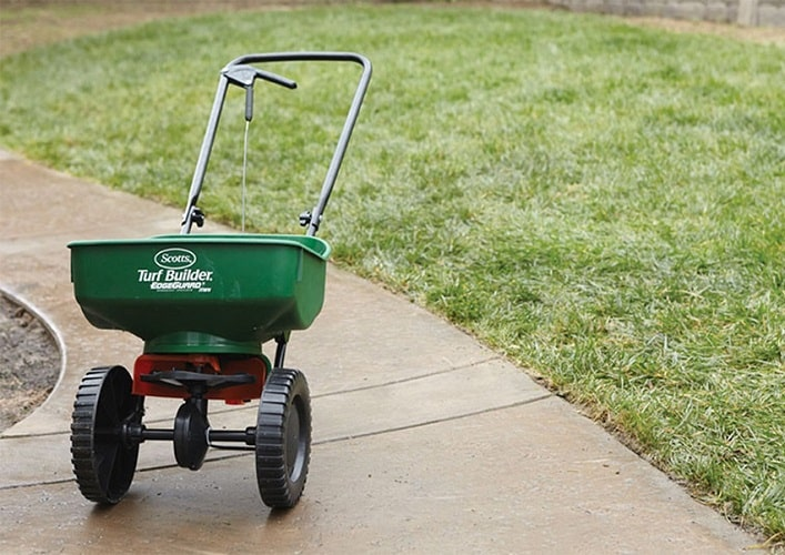 Best Lawn Fertilizer Spreaders