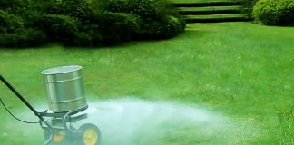 The Pros and Cons of Liquid Lawn Fertilizer