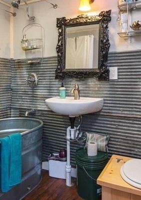 Little Lou's Bathroom